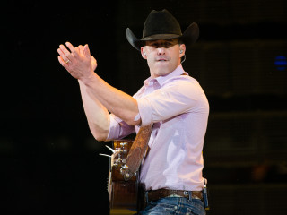 Aaron Watson at RodeoHouston opener 2017