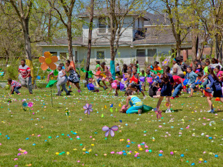 Easter egg drop in Fifth Ward at Lyons Avenue Renaissance Festival March 2015 Egg Hunt