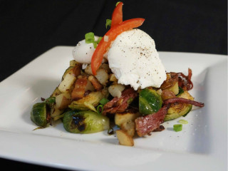 Hit Hat Public House Austin restaurant bar brunch corn beef hash