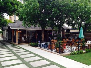 CommonWealth Coffeehouse & Bakery restaurant exterior