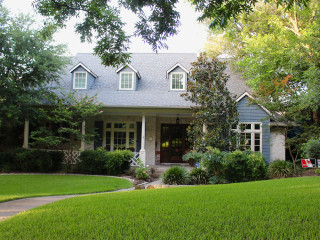Holiday in the Highlands Home Tour