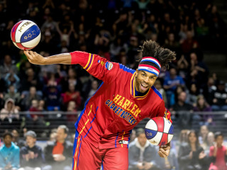 Harlem Globetrotter going for a dunk