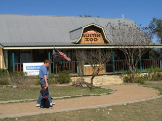 Austin_photo: places_outdoors_austin zoo_exterior