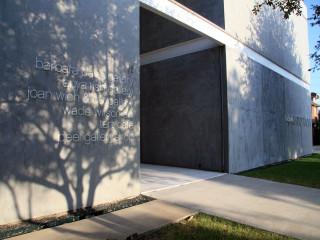 Places-A&E-Barbara Davis Gallery exterior-1