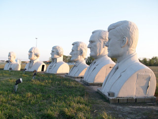 News_Ralph Bivins_WaterLights development_ Pearland_sculptures_presidential heads