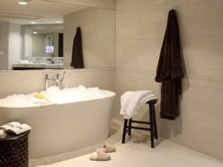 News_AVIA Hotels_The Woodlands_bath