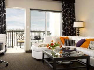 News_AVIA Hotels_The Woodlands_living room