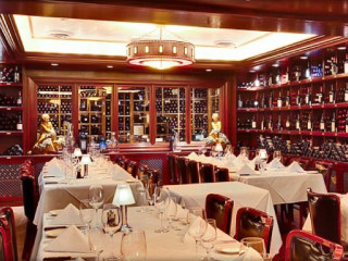 News_Pappa Bros. Steakhouse_Dallas_wine vault