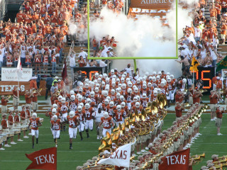 News_Texas_UT_University of Texas_football_football players
