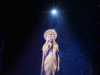 Cher Closer to the Truth for Dressed to Kill tour September 2013