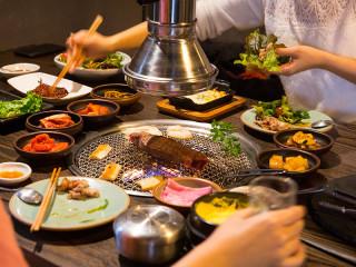 Bori table spread