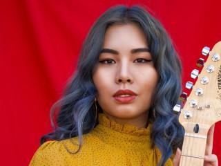 Jiji guitar player