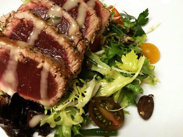 Seared tuna at Preston Hollow Grill in Dallas
