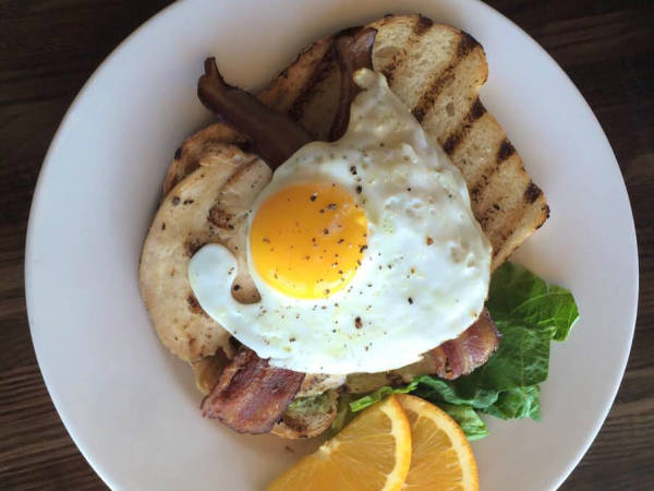 416 Bar and Grille breakfast brunch