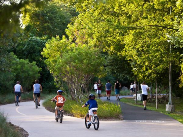 People on bikes on Katy Trail in Dallas