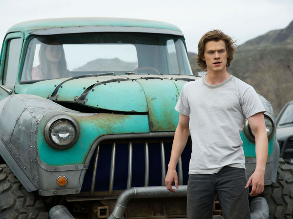 Jane Levy and Lucas Till in Monster Trucks