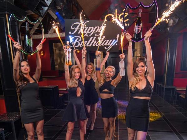 Houston, Club Cle, August 2015, waitresses