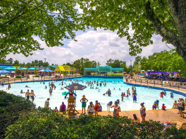 wet n wild splashtown wave pool