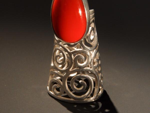News_Glasstire Pick_Dec. 2009_metalwork_Goldesberry Gallery_nail ring_Debbie Wetmore