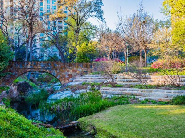 Oak Lawn Park in Dallas
