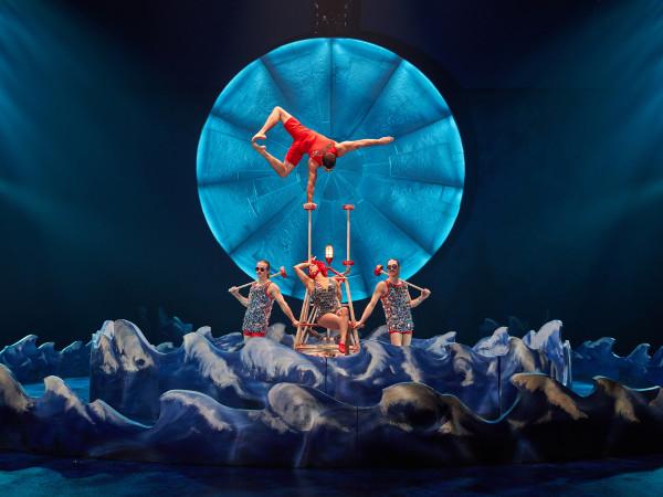 Cirque du Soleil: Luzia, Canes