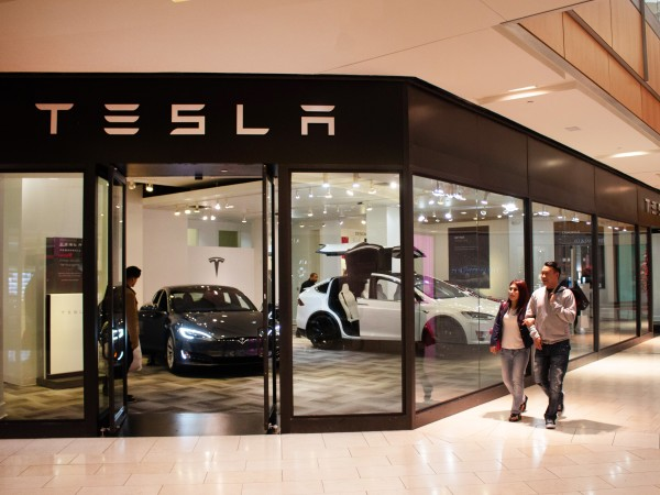 Tesla Showroom, Galleria Dallas