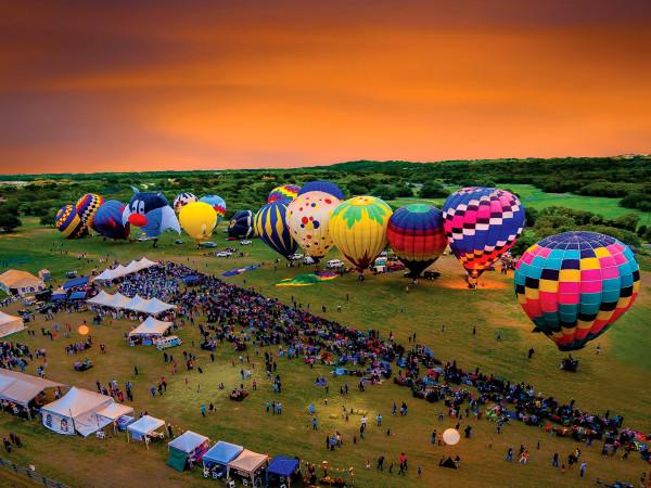Balloons over Horseshoe Bay