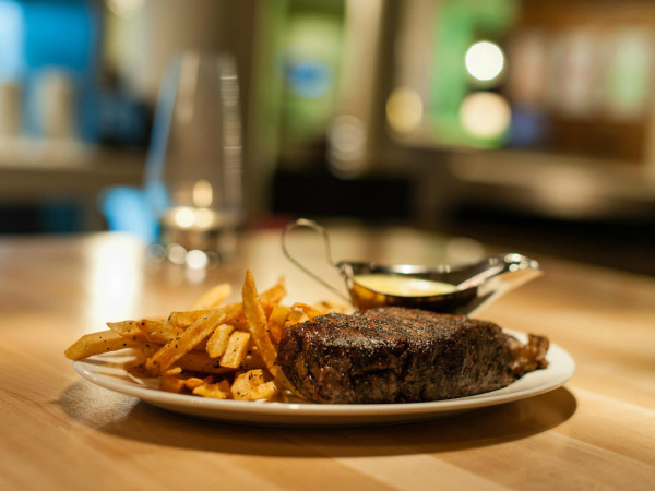 Steak frites at Terrace Bistro at NYLO South Side
