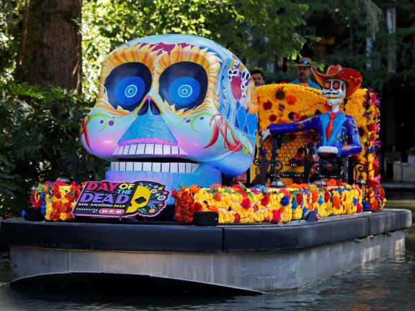 Catrinas on the River Parade