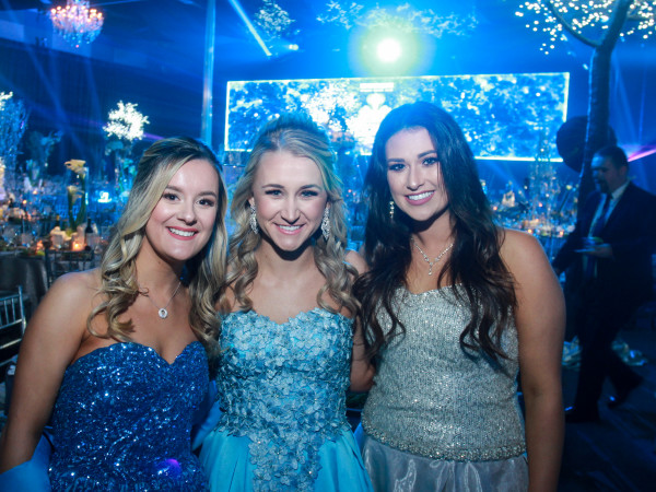 San Luis Salute 2020 Duchesses Hannah Sukkar, Natalie Crowder and Allison Denman