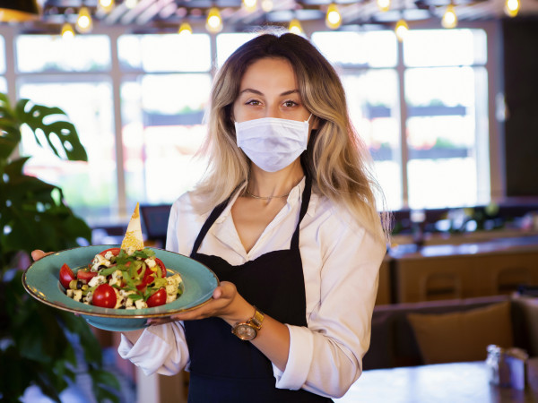 waitress wearing mask at restaurant