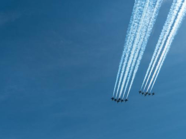 Thunderbirds Blue Angels military planes in the sky