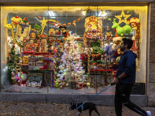 2nd Street District holiday window display