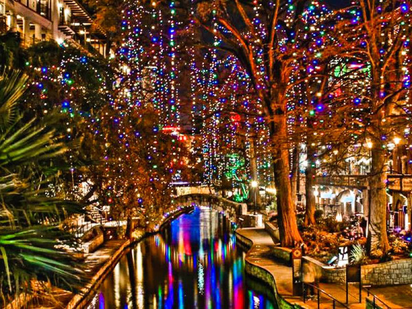 San ANtonio River Walk lights holiday christmas