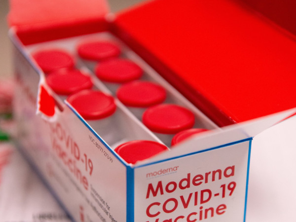 Moderna COVID-19 vaccine box shot doses