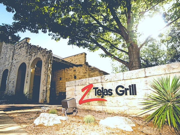 Z'Tejas Grill sign