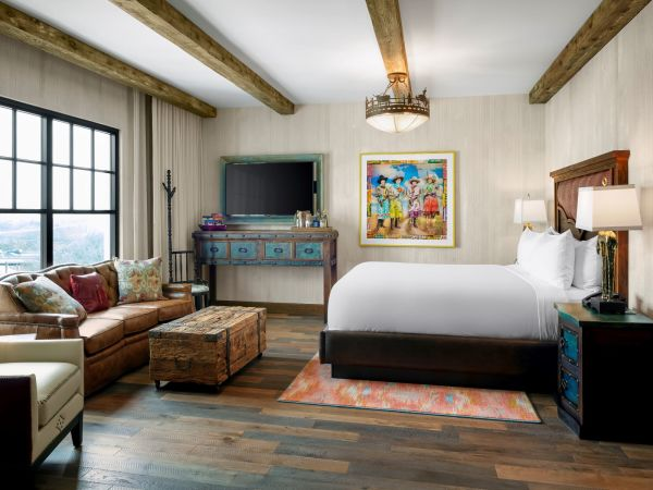 Hotel Drover guest room