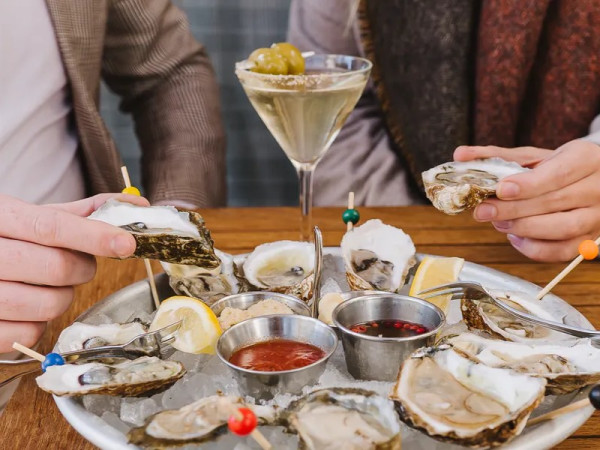 Oysters martinis