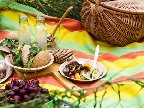 picnic basket food