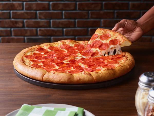 Pizza Hut Beyond Meat pepperoni vegan