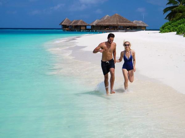 Maldvies beach Huvafen Fushi resort couple