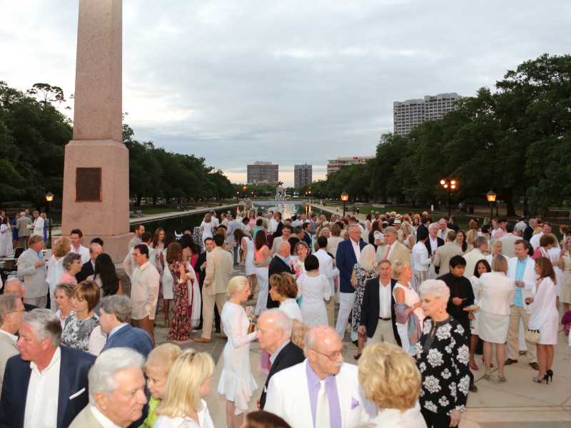 "Roses In Garden: Hermann Park Conservancy's 2015 ""Evening In The Park"" Gala"