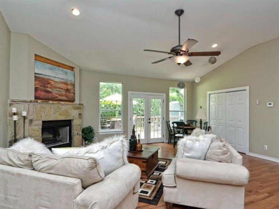 151 Devonshire San Antonio home living room