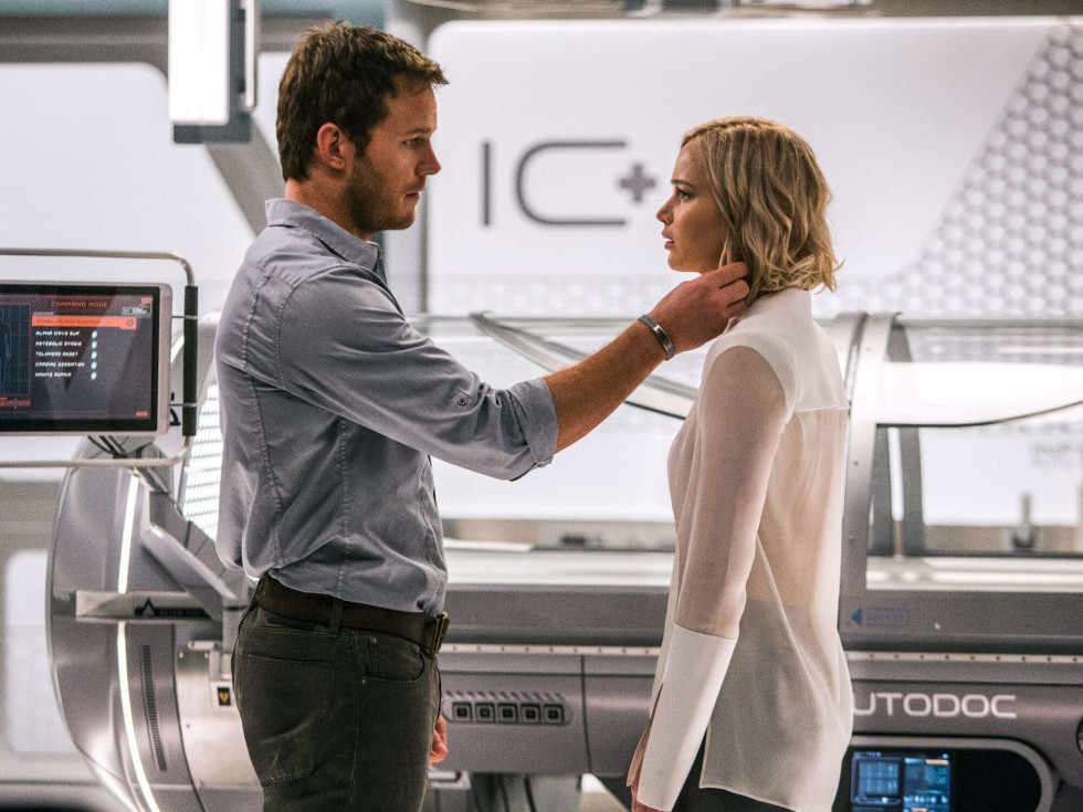 Chris Pratt and Jennifer Lawrence in Passengers