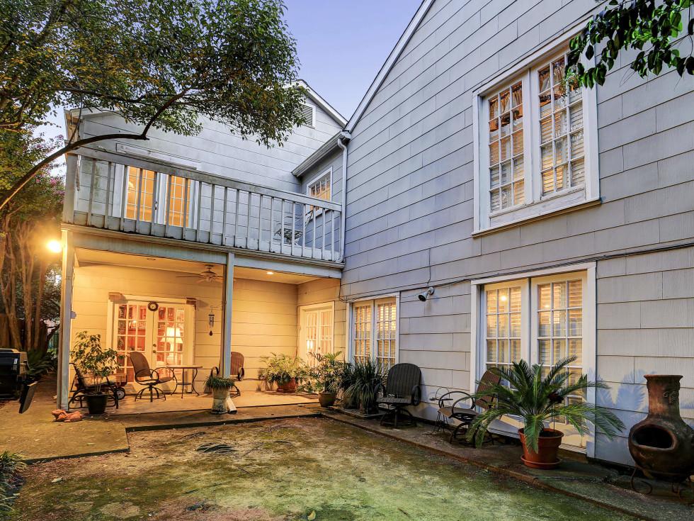2424 Locke Lane in Houston house for sale backyard