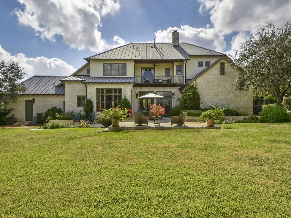 3904 Toro Canyon Rd Austin house for sale backyard