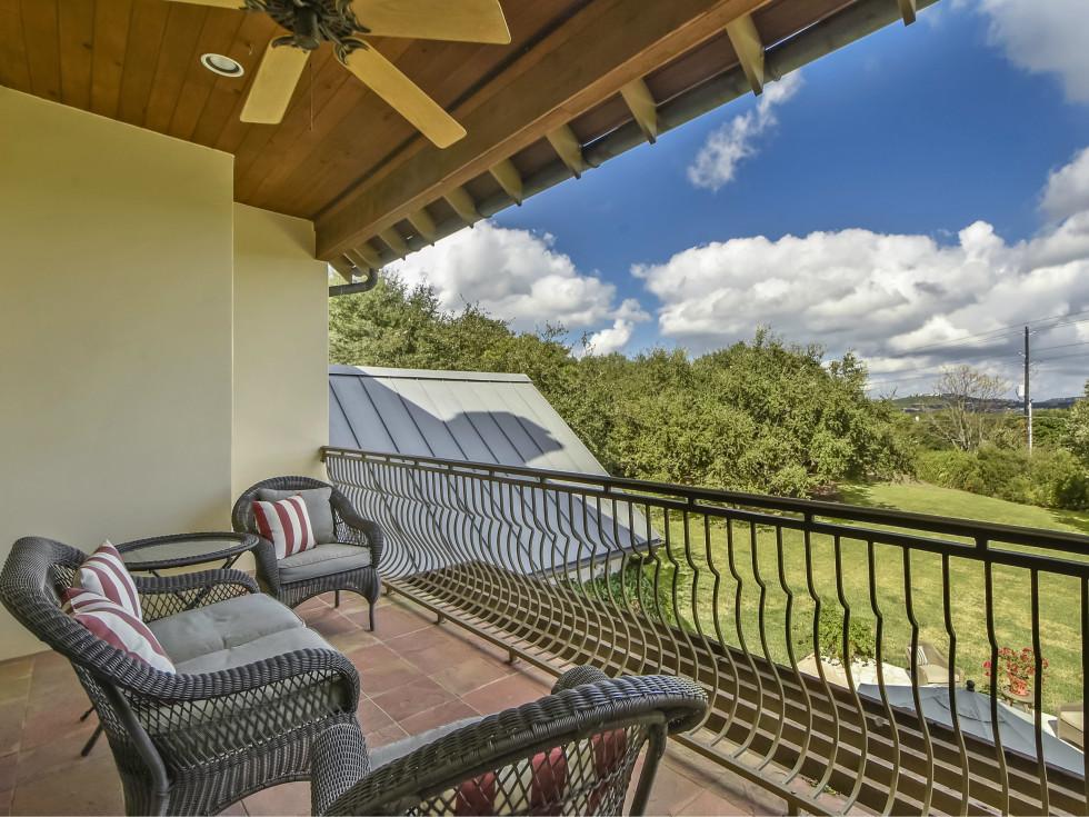 3904 Toro Canyon Rd Austin house for sale balcony