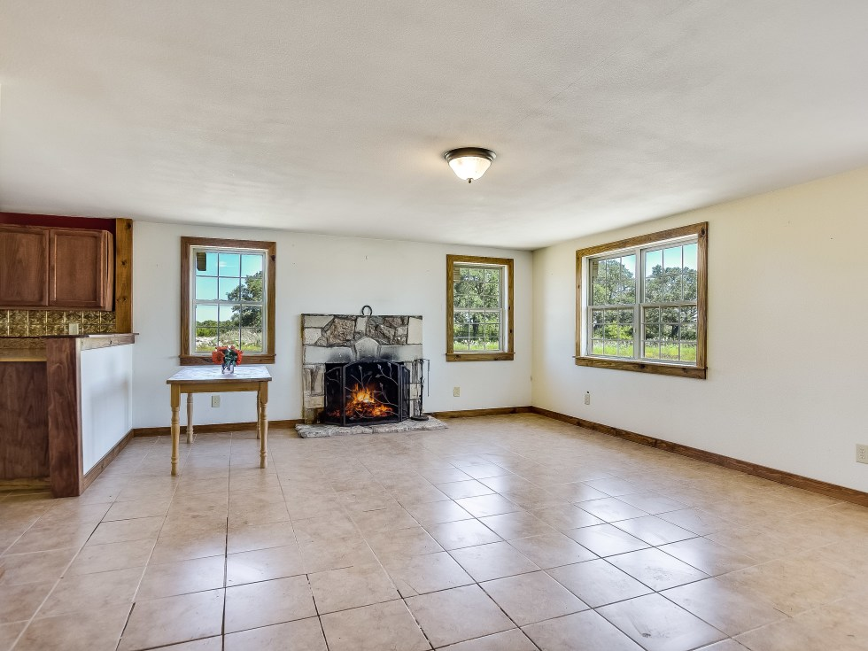 201 Greystone Ranch Bertram house for sale living room