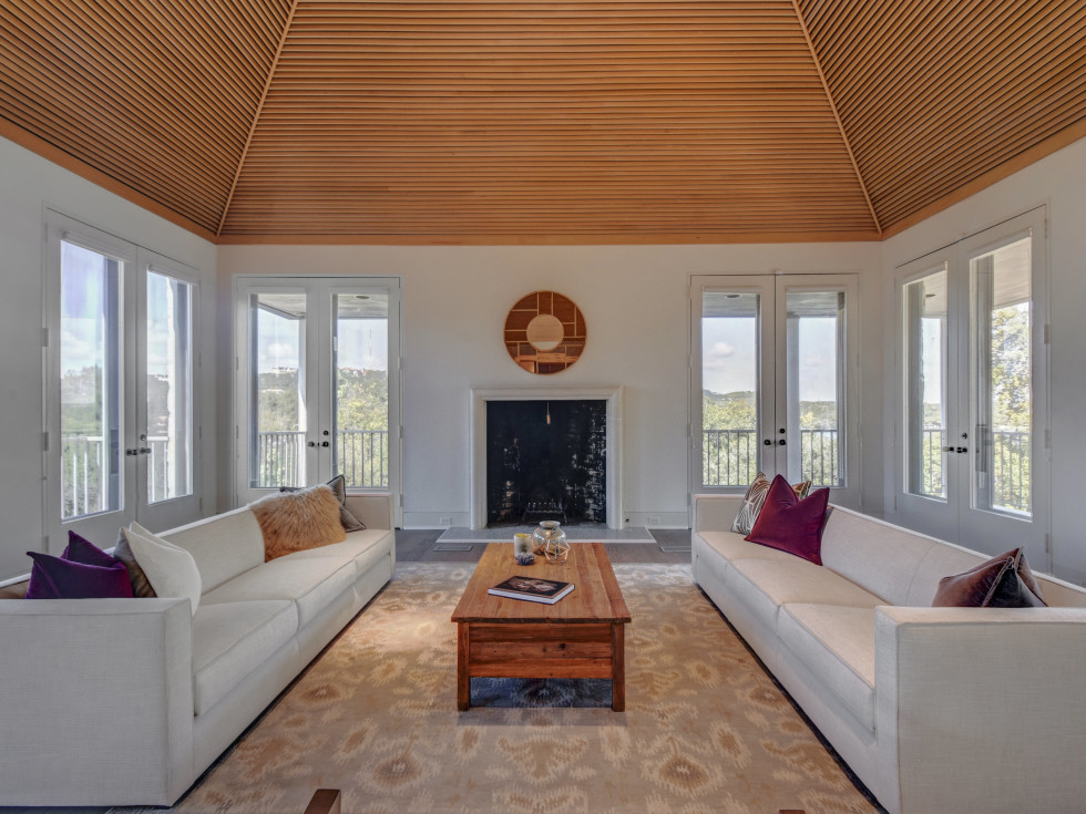 2518 El Greco Cove Austin house for sale living room