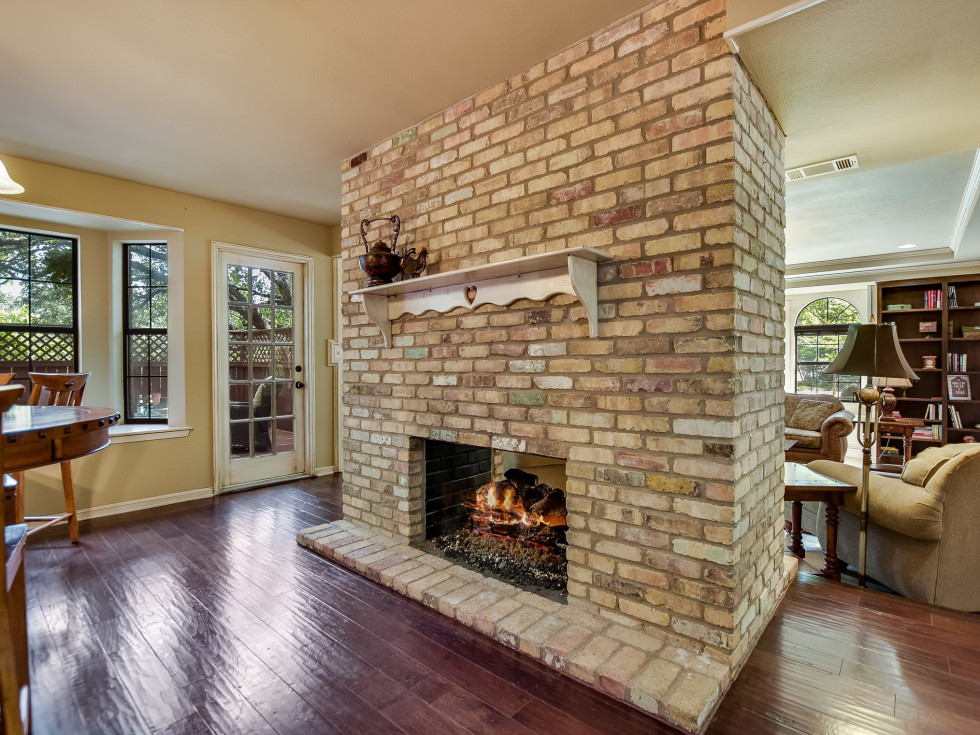 4407 Canyonside Austin home for sale fireplace